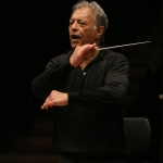 Le célèbre chef d'orchestre Zubin Mehta en pleine répétition (photo : Oded Antman).