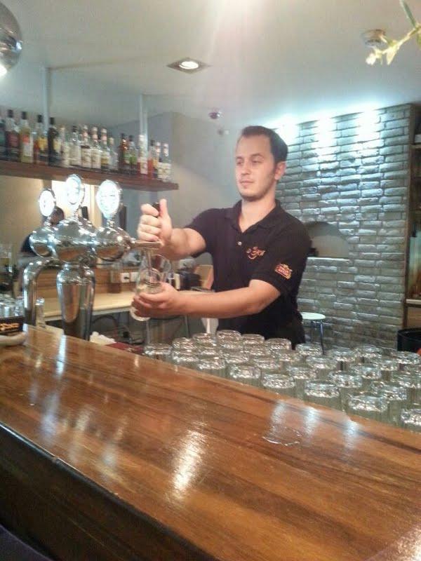 Barman en Israël – un travail très recherché par les nouveaux immigrants (photo : Ofir Michael/Wikipedia).