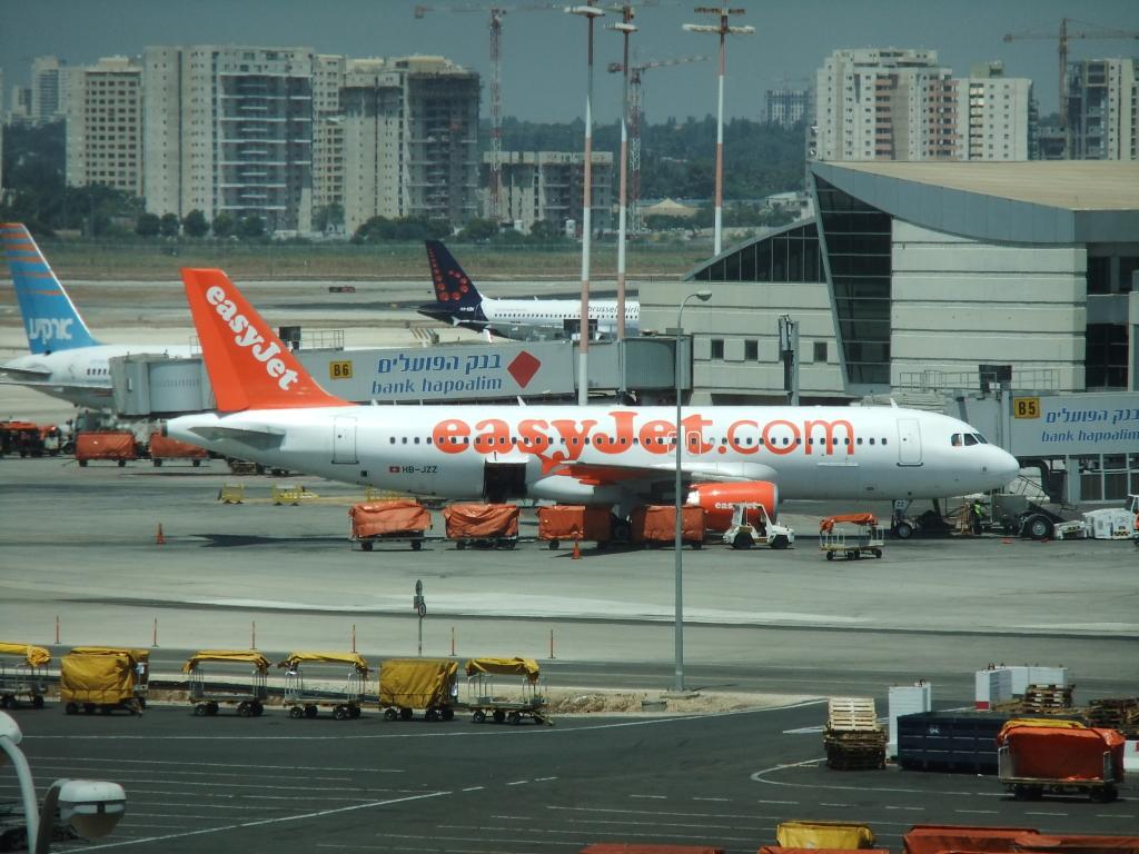 L'aéroport Ben Gourion doit devenir plus attractif pour les compagnies low cost (photo : Michaelg2588/Wikimedia).
