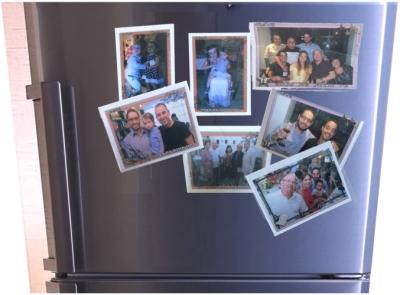 Une autre habitude israélienne : des photos sur des aimants, à coller sur le réfrigérateur. Rares sont celles sur lesquelles mon fils sourit (photo : privée)
