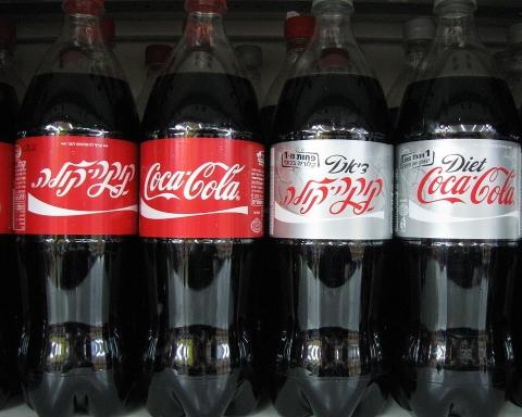 Mauvais pour la santé et de plus hors de prix : le Coca Cola en Israël (By Yoninah - Own work, CC BY-SA 3.0, https://commons.wikimedia.org/w/index.php?curid=9182036)