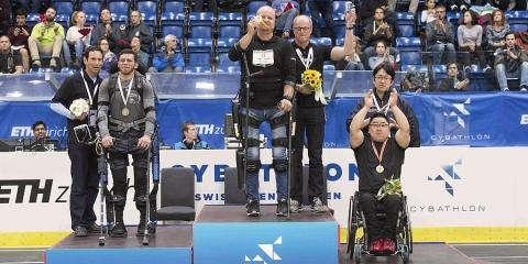 Médaille d'or pour l'Allemand Andre van Rüschen lors du premier Cyberthlon (photo : Nikola Pitaro)