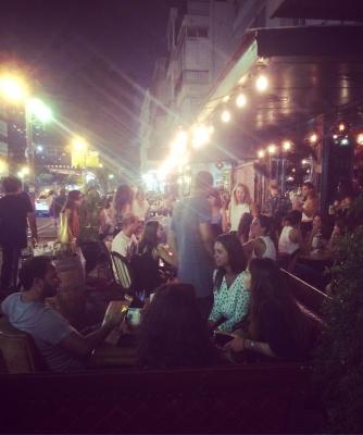 A Tel-Aviv, la vie nocturne est idéale pour trouver l'âme sœur (photo : KH)