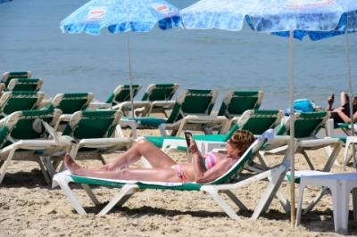 Rien ne vaut un bon livre sur un transat à la plage (photo : Naftali Hilger)