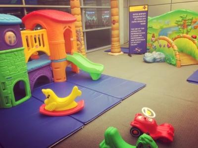 L'une des quatre (!) aires de jeu de l'aéroport Ben Gourion à Tel-Aviv. Là aussi, les enfants sont les bienvenus (photo : KHC)