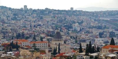 Vue sur l'église de l'annonciation et sur la ville de Nazareth (photo : Zairon/Wikimedia Commons).