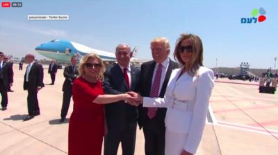 Sara et Benyamin Netanyahou accueillant Donald et Melanie Trump (photo : capture d'écran)