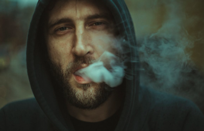 En Israël, ce sont principalement les hommes qui fument (photo : pexels.com).