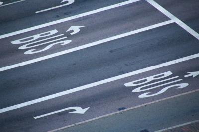 A l'avenir, les rues et routes pourraient également devenir des stations de charges électriques (photo : Pixabay)