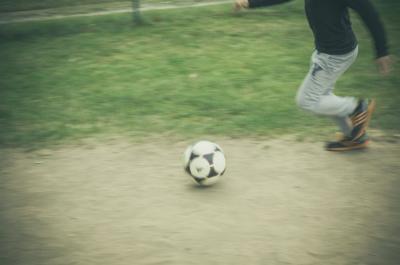 Le football abat les barrières et les préjugés (photo : Pixabay)