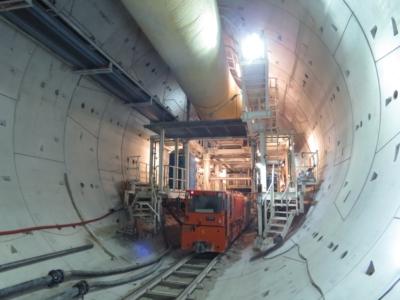 Construction d'un des tunnels pour la nouvelle ligne ferroviaire (photo : he.wikipedia)