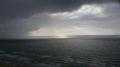 Nuages de pluie sur la Méditerranée (photo: Jacques Korolnyk).
