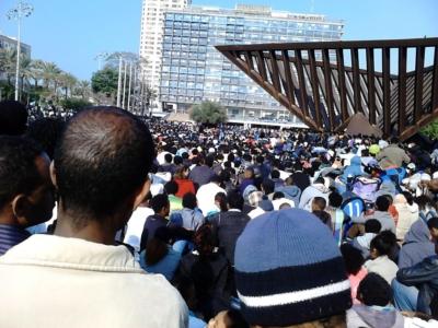 Manifestation d'Erythréens et de Soudanais à Tel-Aviv                    (photo: אופק כחול. - BlueHorizon at Hebrew Wikipedia ).