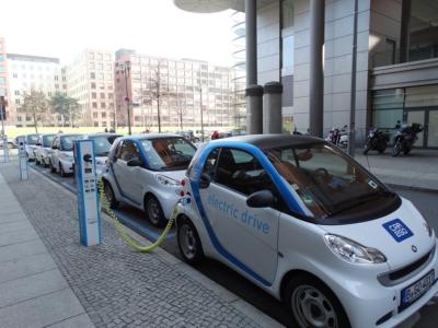 Les voitures électriques, comme ici à Berlin, feront bientôt partie du paysage en Israël (photo : Pixabay).