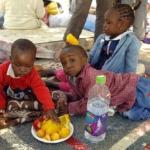 Enfants de réfugiés en provenance du Soudan dans un parc à Jérusalem (photo :Moshé Milner/Wikipedia)