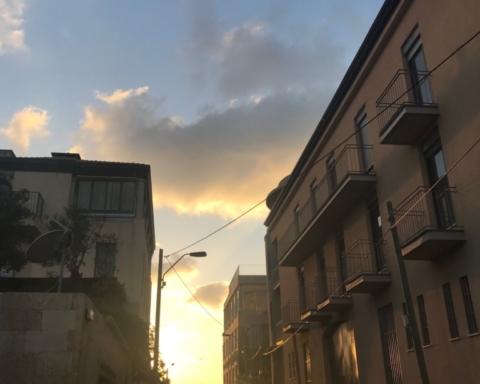 La lumière au but de cette rue à Jaffa (photo KHC)