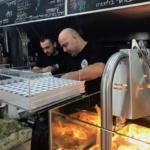 Petit plus: la surprise qui se peint à chaque fois sur le visage du vendeur de shawarma ne cesse de m'enchanter.