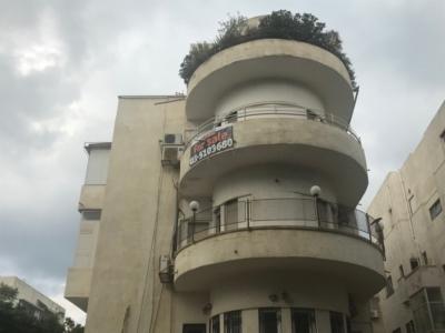 A vendre un appartement style Bauhaus au centre de Tel-Aviv. Le prix de ce bien est très élevé (photo : KHC)