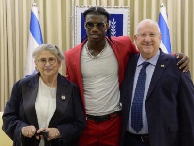 Stéphane Legar lors de sa rencontre avec Nechama et Reuven Rivlin, le président israélien (photo :Mark Nayman).