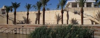 Certaines parties du site baptismal de Jésus ont déjà été rénovées il y a plusieurs années et sont accessibles aux pèlerins (photo : High Contrast/Wikimedia).