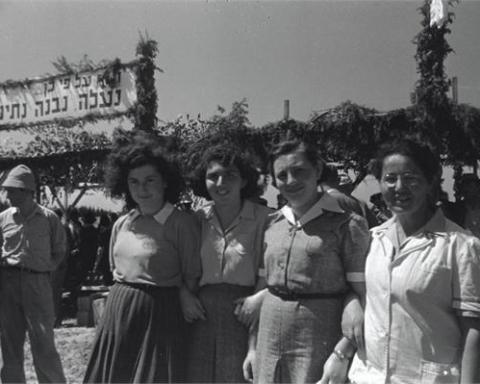 Jeunes femmes de l'organisation Bnei Zion (1947) en Israël (photo : Jewish National Fund photo archive/Wikimedia Commons)