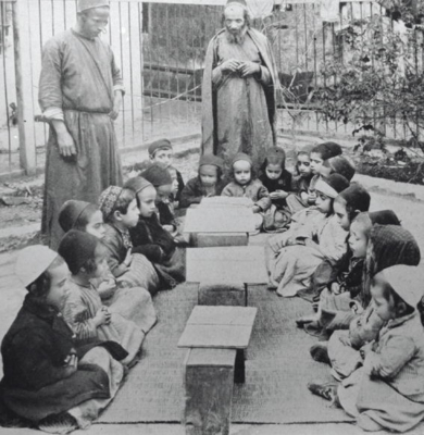 Enfants étudiant la Torah à Jérusalem. La photo date de 1925 (photo : Jewish National Fund photo archive/Wikimedia Commons)