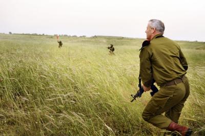 Benny Gantz (qu'on voit ici en action avec des parachutistes) peut-il remplacer Benyamin Netanyahou ? (photo : IDF, Wikimedia Commons).