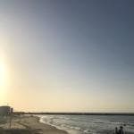 """""""Dans l'attente d'une bouteille venant d'Allemagne – à la plage de Tel Aviv"""" (photo: KHC)"""