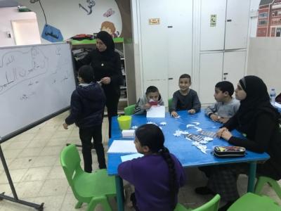 """Elèves bénéficiant du programme """"Apprendre par le jeu """" à Ramla (photo: KHC)."""