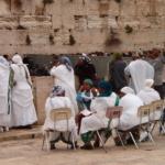 Israéliens d'origine éthiopienne priant devant le Mur des Lamentations à Jérusalem (photo : CC BY-SA 3.0, https://commons.wikimedia.org/w/index.php?curid=595690)