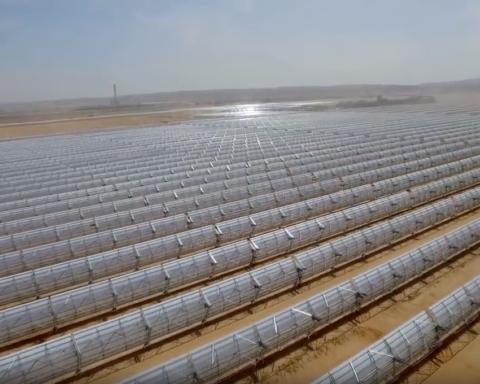 Miroirs à perte de vue à Ashalim (photo : capture d'écran de la vidéo de Negev Energy)