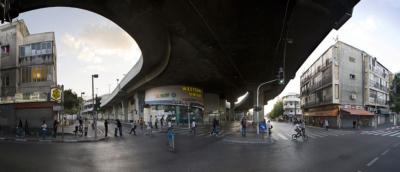Rue sous la gare centrale d'autobus à Tel-Aviv (photo : Roi Boshi Wikimedia Commons)