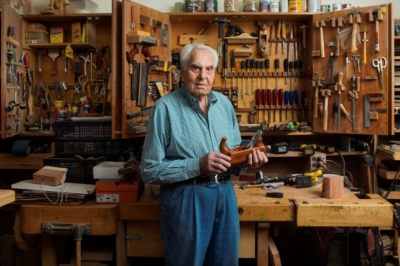 David Marks dans son échoppe à Brooklyn, New York (photo : Howard Schatz, projet Lonka).