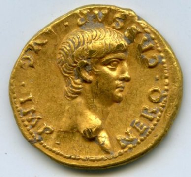 Pièce d'or avec le portrait de Néron (photo : merci à Shimon Gibson).
