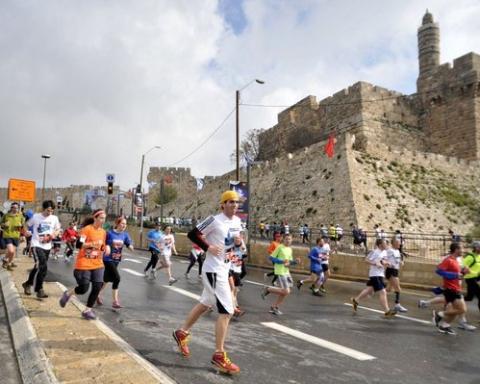 Course autour des murailles de la vieille ville (photo :Twitter @TuttleSinger)