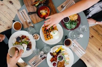 Ce qui constituerait un vrai repas dans d'autres pays est un simple en-cas en Israël (photo : pexels.com)