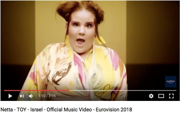 Elle est vraiment spéciale et totalement farfelue. La chanteuse Netta Barzilai a déjà des fans dans le monde entier (photo : capture d'écran Youtube)