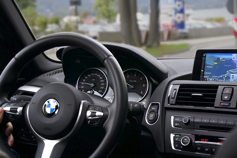 Ce véhicule de BMW comprendra-t-il prochainement des éléments issus de la technologie israélienne? (photo : Pixabay).