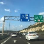 Sur les routes israéliennes, en semaine comme le week-end, les embouteillages font partie du paysage quotidien (photo : KHC).