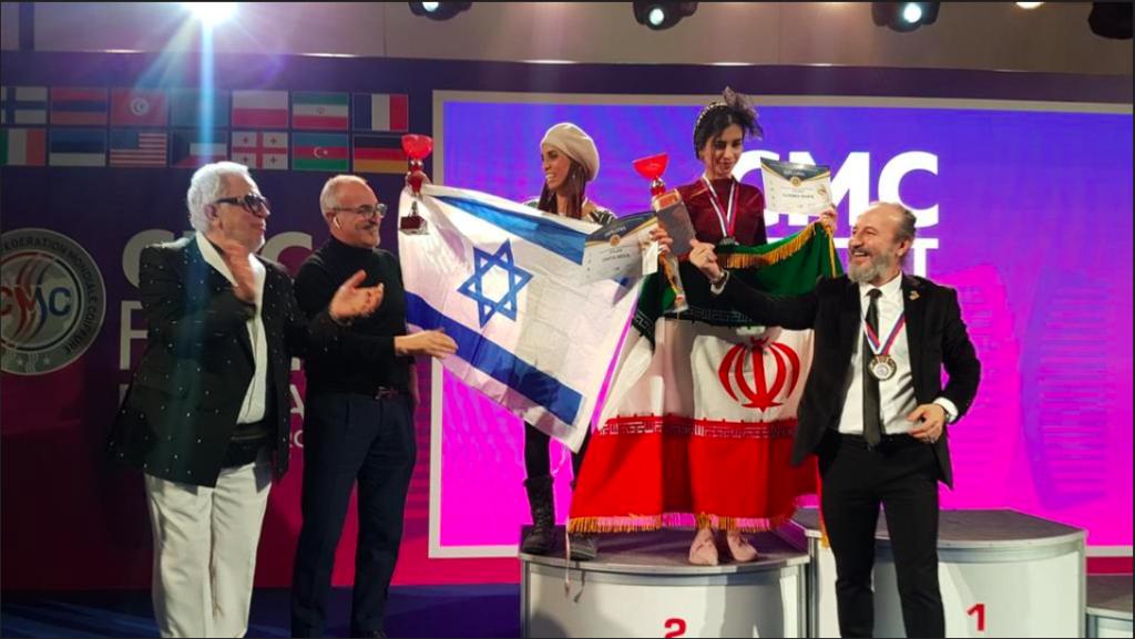 ne telle photo reste une véritable sensation : des stylistes israéliens et iraniens célébrant ensemble leur victoire lors d'un concours en Russie (photo : Organisation israélienne de stylistes capillaires)