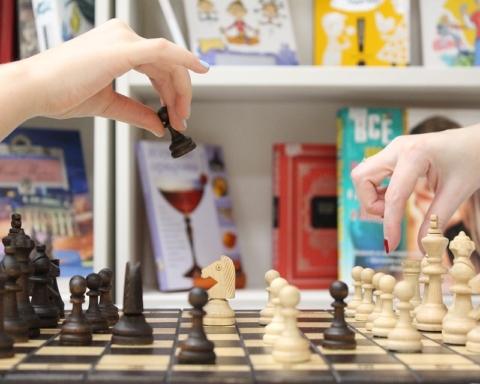 Un tournoi d'échec avec la présence physique des joueurs étant impossible pendant le confinement, des équipes qui ne se seraient jamais rencontrées dans la vraie vie se sont affrontées en ligne (photo Pixabay)