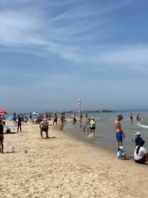 Ce week-end, les plages de Tel-Aviv étaient pleines à craquer (photo : KHC).