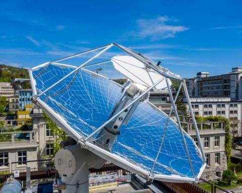 Le centre de recherche permettant la production de carburants synthétiques liquides qui ne libèrent à la combustion que la quantité de CO2 prélevée à l'air est situé sur le toit de l'Ecole polytechnique fédérale de Zurich (photo : Ecole polytechnique fédérale de Zurich / Alessandro Della Bella)