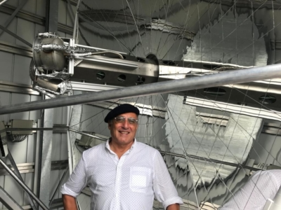 Ralph Steigrad devant des cellules solaires CSP (photo : privée)