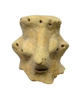 Cette statuette représente-t-elle le visage de D.ieu? C'est en tous cas ce que pense l'archéologue israélien Yosef Garfinkel (photo: Clara Amit, Israel Antiquities Authority).