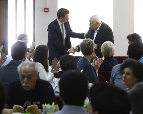 Rencontre, en 2015 à Jérusalem, du chancelier autrichien, Sebastian Kurz, avec des rescapés de la Shoah (photo: Dragan Tatic)