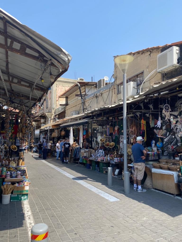 Toujours aucun touriste : dans les rues marchandes comme ici à Jaffa les commerçants se retrouvent entre eux (photo : KHC)