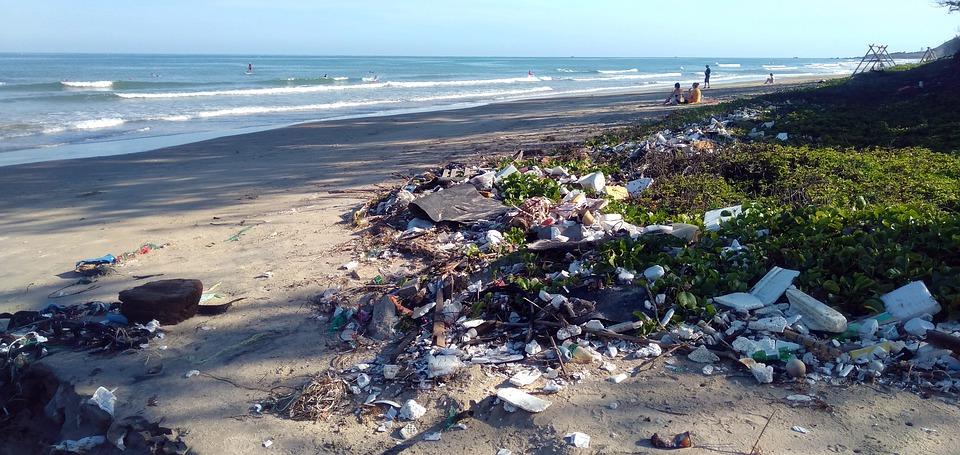 Les océans sont envahis par les déchets plastiques. Il est plus que temps de limiter la production de déchets (photo : Pixabay)