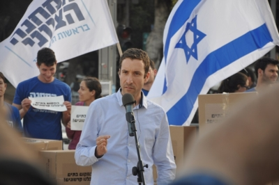 Le ministre israélien du Travail et des affaires sociales est très préoccupé par les coupes budgétaires dues aux prochaines élections (photo : Itzik Shmuli)