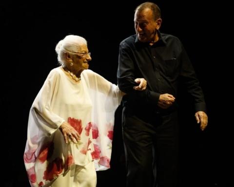 La Fashion de week de Tel-Aviv a toujours brillé par son originalité. On voit ici une dame d'un certain âge accompagnée par le maire de Tel-Aviv, Ron Huldaï, et présentant un modèle de la marque «Yvel for Women's Spirit» (photo: http://fashionweektelaviv.com).